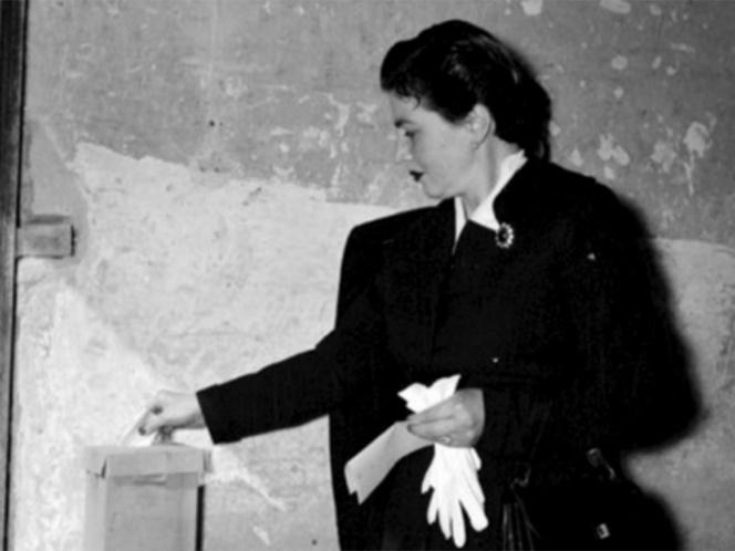 mujer votando - La parte dulce del mundo