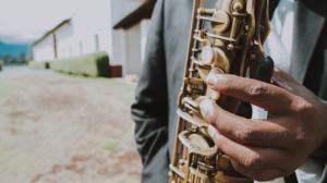 musicos saxofon musico